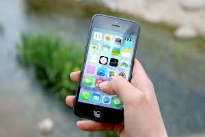 10 Awesome and Fun Phone Apps for Busy Moms